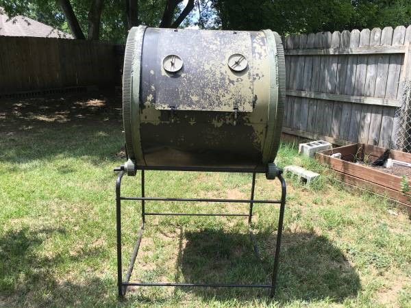 Fancy composters like this tumbler are great but often impractical for most home gardeners. Need proof? just look on craigslist or garage sales. Photo credit: Random Craigslist Ad