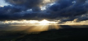 Crepuscular_ray_sunset_from_telstra_tower02