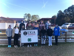 group of students by long county 4h sign