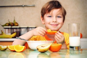 Child eating healthy breakfas