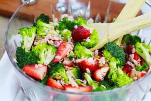 BrocoliStrawberryOrzoSalad